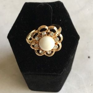 Sarah Coventry pearl and rhinestone ring